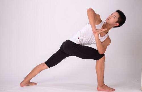 练习哪些瑜伽体式能起到瘦腿最快的效果?