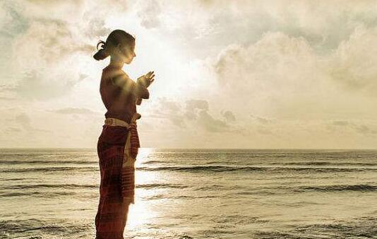 疫情期间早起晨练瑜伽让我们远离病毒