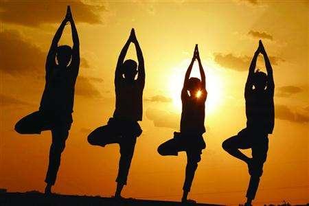练习瑜伽不是为高难度体式,而是修炼的自己的内心。
