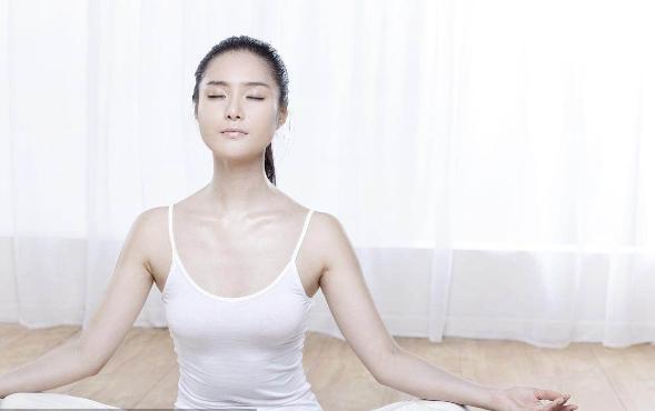 当你练习瑜伽出现这几种征兆时,该停下来调整了