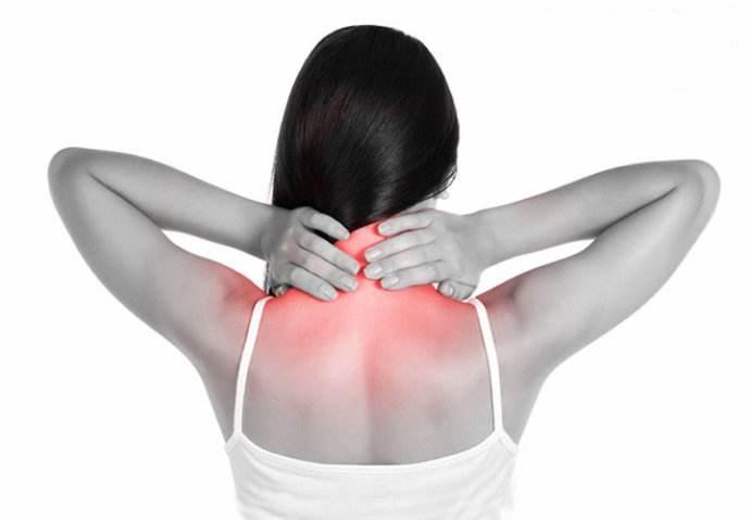 肩颈疼痛少不了这一步的拉伸
