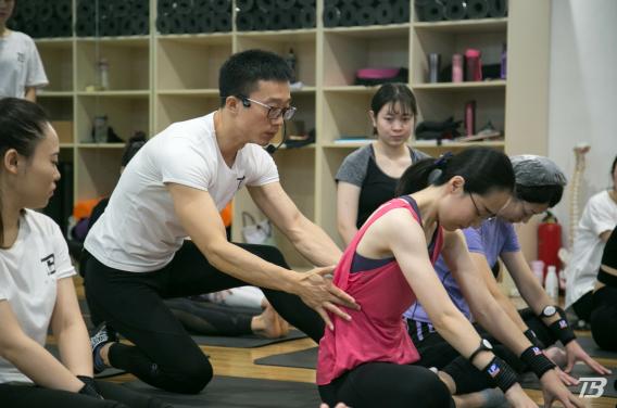 带领瑜伽初学者进入瑜伽的大门!
