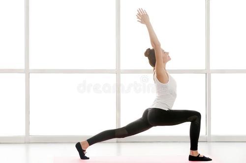 秋季不能让新冠趁虚而入,从练习瑜伽开始。